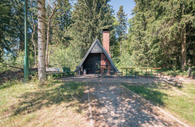 Tannenpark-aussen-Hütte